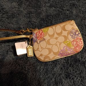 Coach Daisy Small Wristlet Gold Multicolor NWT